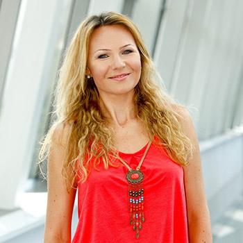 Anna Guzik, lektor
